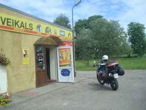 Znaleziony sklep motoryzacyjny ok 13 km dalej.